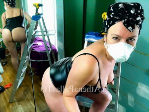 Essia nuru massage in Forest Lake