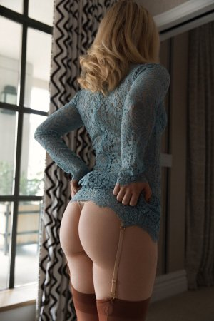 Didiane erotic massage in Waynesboro PA