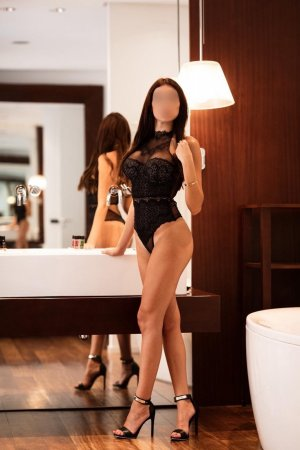 Cornelia tantra massage in Bel Air North
